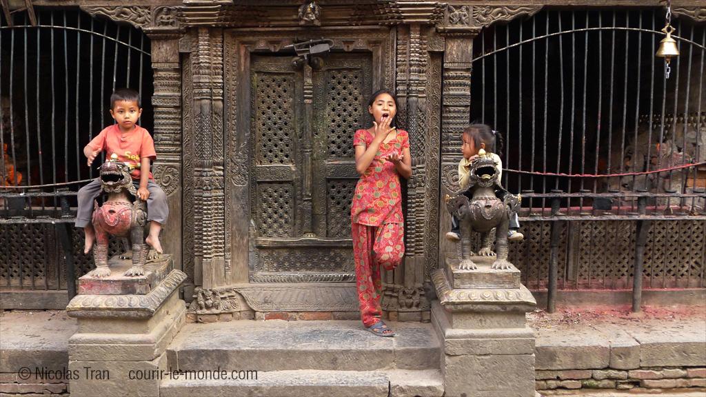 Jeunes enfants à Bhaktapur, Népal