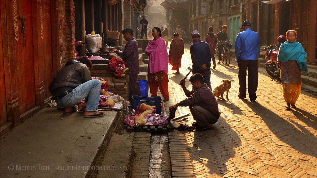 Bhaktapur tôt le matin, échoppe de boucher