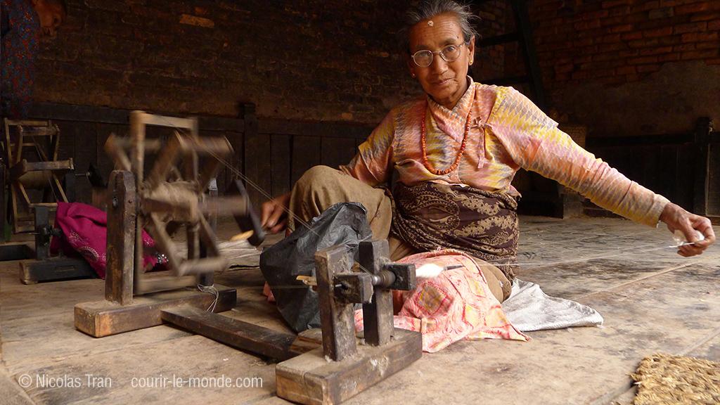 Fileuse à Bhaktapur