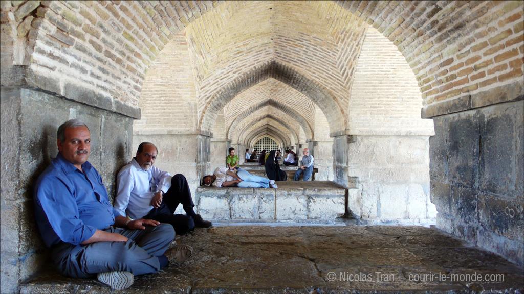 Sous le pont Khaju la journée, Ispahan