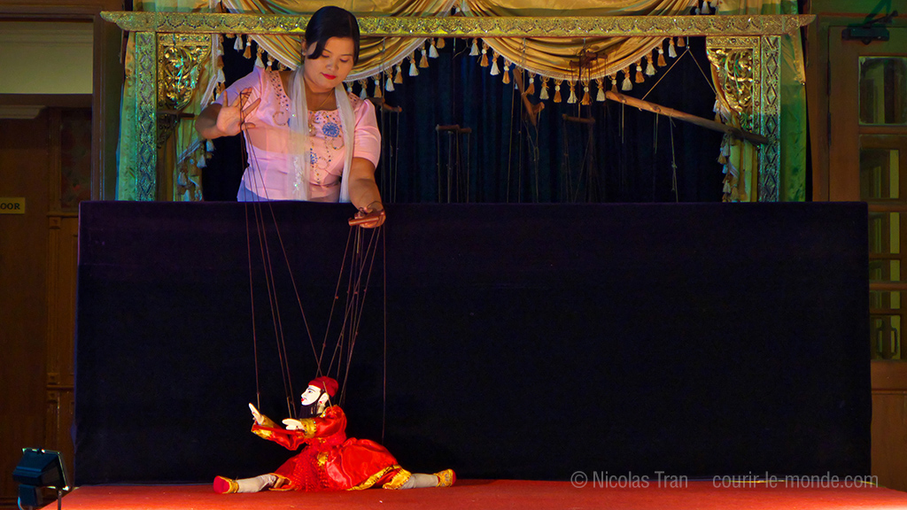 Spectacle de marionnettes traditionnel, Mandalay, Birmanie