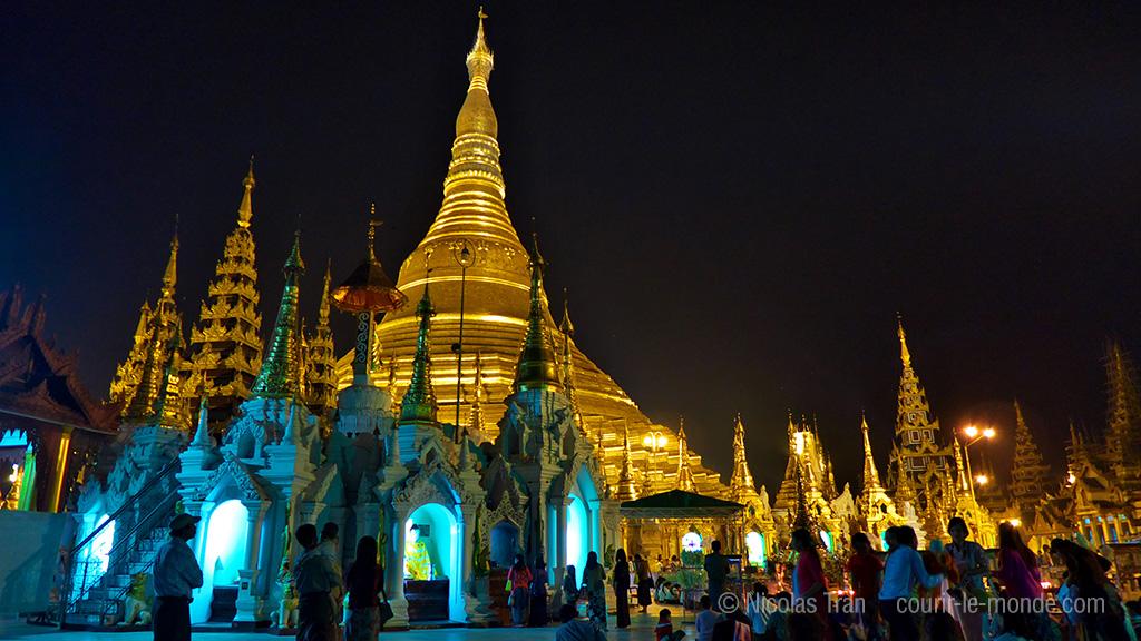 Schwedagon, la nuit