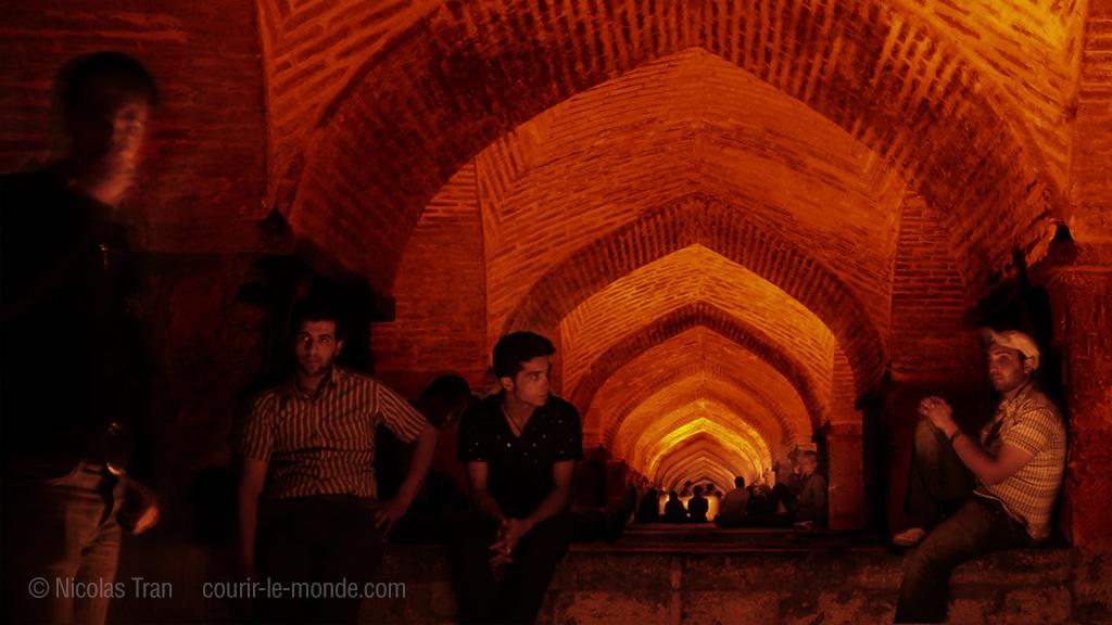 Sous le pont Khaju la nuit, Ispahan