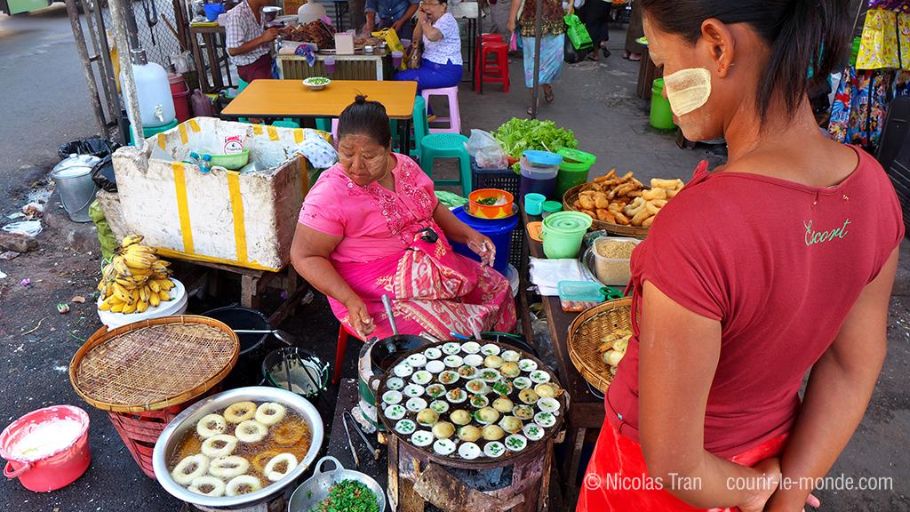 Yangon, marchande de beignets, Birmanie